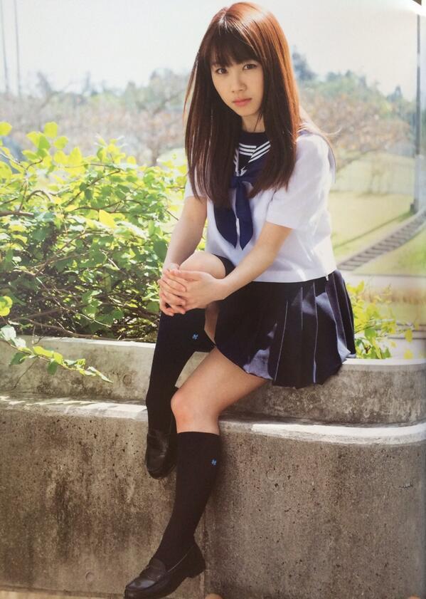 セーラー服姿の石田亜佑美