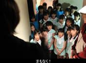 Hamaura Ayano,   Ichioka Reina,   Kaga Kaede,   Kanazawa Tomoko,   Kaneko Rie,   Kishimoto Yumeno,   Makino Maria,   Miyamoto Karin,   Murota Mizuki,   Nomura Minami,   Ogawa Rena,   Otsuka Aina,   Taguchi Natsumi,   Takagi Sayuki,   Tanabe Nanami,   Uemura Akari,   Wada Sakurako,   Yamagishi Riko,   Yoshihashi Kurumi,