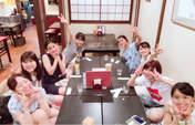 Kamikokuryou Moe,   Kasahara Momona,   Katsuta Rina,   Murota Mizuki,   Nakanishi Kana,   Sasaki Rikako,   Takeuchi Akari,   Wada Ayaka,